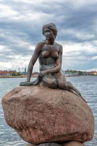 1024px-Copenhagen_-_the_little_mermaid_statue_-_2013